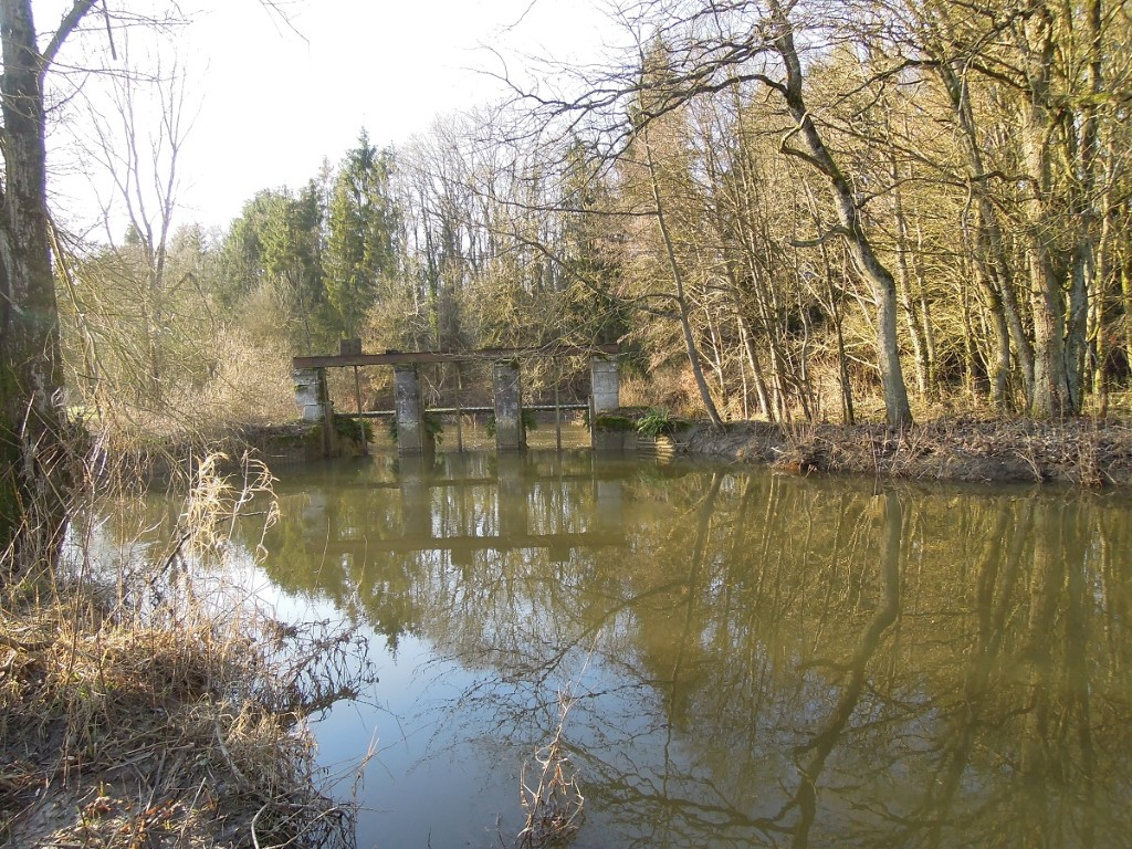 Surroundings, century old sluices (2) on the river Aisne, 14-1-012_MARLEEN_feb-22-1032-2014_Conflict
